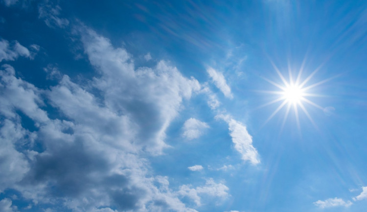 POČASÍ NA ÚTERÝ: Bude polojasno až oblačno, večer mohou přijít bouřky