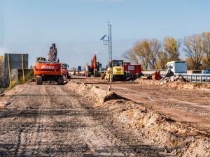 Krajský soud zamítl vyšší náhradu za vyvlastnění pozemků pro D11