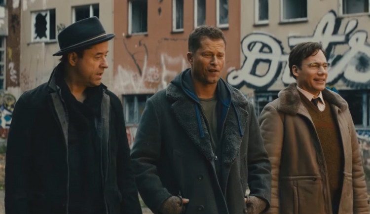 FILMOVÉ PREMIÉRY: Partě kamarádů se zhroutí plány, tak vymyslí jak napálit banku