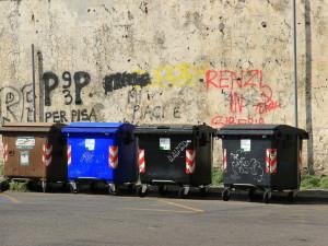Lidé si budou moci zdarma vyzvednout barevné tašky do bytů na tříděný odpad