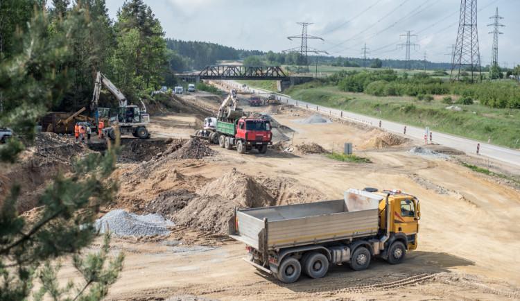 Děti Země stáhly rozklad proti povolení stavby D11 z Hradce Králové