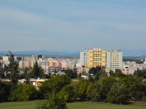 POLITICKÁ KORIDA: Bydlení ve městě je čím dál dražší. Co na to kandidáti v komunálních volbách?