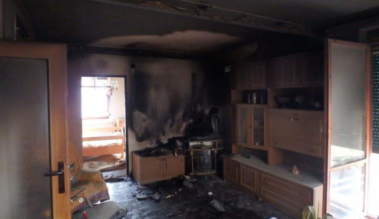 Závada na televizi způsobila požár obývacího pokoje, škoda byla vyčíslena na 200 tisíc