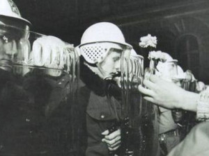 """Listopad 89 v Praze pohledem přesvědčeného komunisty: """"Černé pivo teklo, život šel dál."""""""