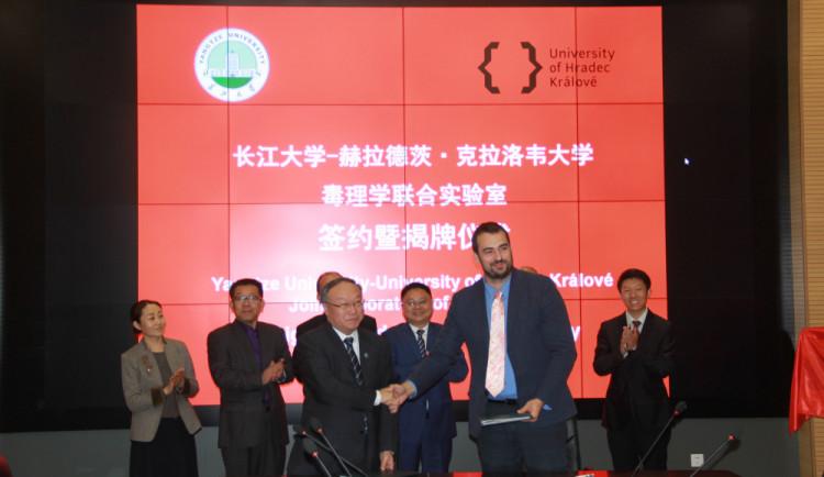 Na Přírodovědecké fakultě hradecké univerzity vznikne česko-čínské centrum toxikologie