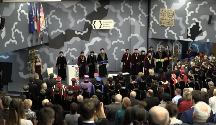 Jan Petrof obdržel doktorát a medaili hradecké univerzity