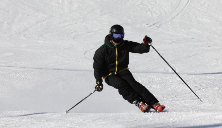 Do Krkonoš zamířily tento víkend tisíce lyžařů