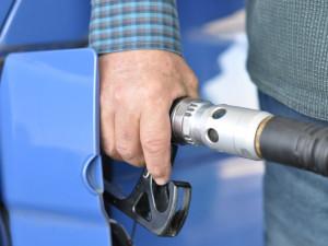 """Řidič kamionu při tankování kradl naftu, do kanystrů si """"ulil"""" minimálně 3 tisíce litrů"""
