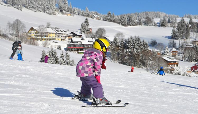 Hlavní lyžařské areály v Královéhradeckém kraji jsou stále v provozu