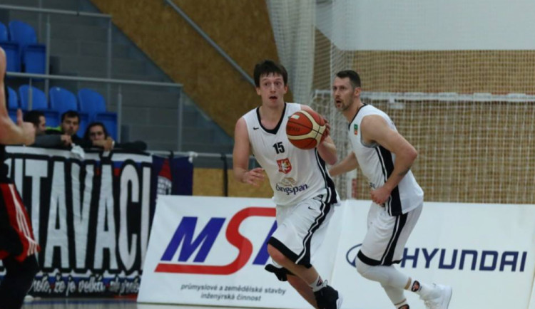 Hradecké basketbalisty čeká baráž o udržení. Hlavně být kompletní, přeje si Peterka