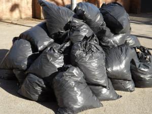 Desítky dobrovolníků uklízely Sněžku, nasbíraly 125 kg odpadků