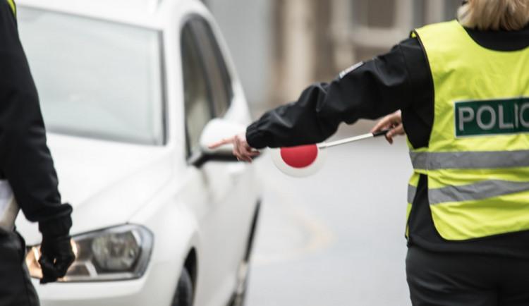 Řidička v Kuklenách narazila do auta a nadýchala přes 3,5 promile. Skončila na záchytce
