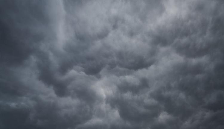 POČASÍ NA PONDĚLÍ: Zataženo a déšť