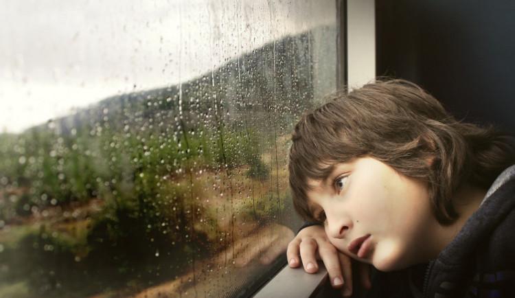 POČASÍ NA STŘEDU: Oblačno s deštěm. Teploty mírně klesnou