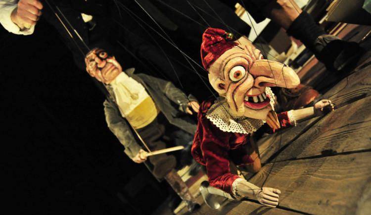 Divadlo Drak zahajuje letní sezónu v šapitó inscenací Faust