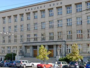 Soud odročil kauzu prodeje bytu z majetku červeného kříže. Pokračuje dokazování