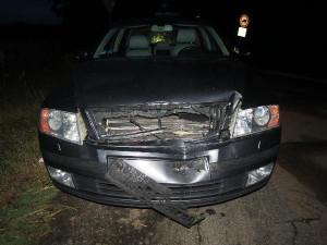 Opilec boural a od nehody ujel. Druhý řidič za ním jel a zalarmoval policii
