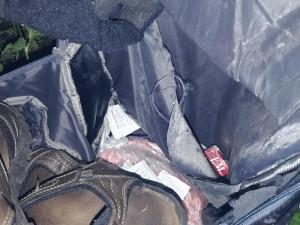 FOTO, VIDEO: Pašerák léků ujížděl na kolečkových bruslích. Batoh hodil do lesa