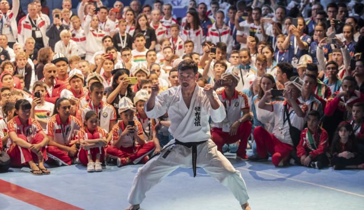 Česká reprezentace na hradeckém mistrovství světa v karate získala deset medailí