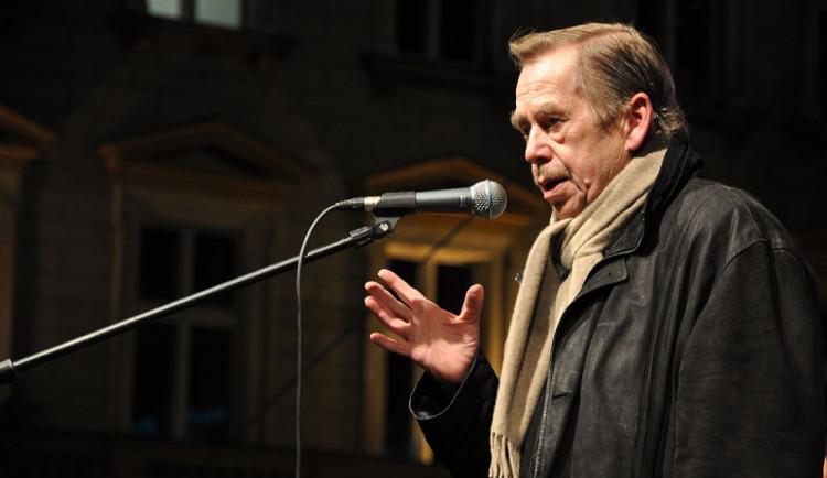 K výročí 17. listopadu odhalí v Hradci náměstí Václava Havla