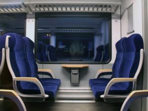 Hradečáci by rádi jezdili do Prahy vlakem rychleji, plány na to již jsou. Pomoc by měla i konkurence