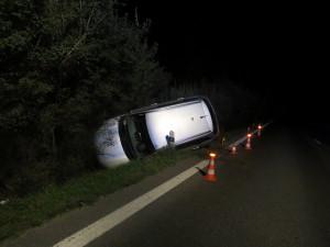 Opilá řidička utekla z místa nehody do pole