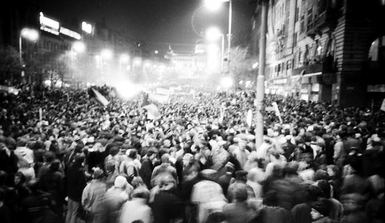 Výročí sametové revoluce se blíží. Snahou je zvýšit informovanost především u dětí