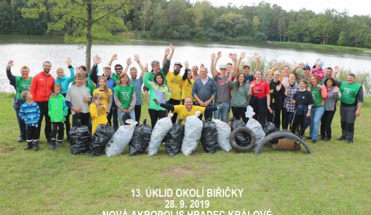 Klobouk dolů! Dobrovolníci se vydali na Biřičku a sesbírali více než 200 kilogramů odpadků