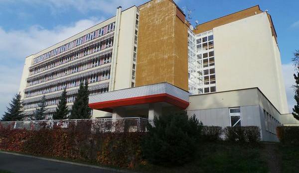 Ředitel pardubické nemocnice svádí vinu ohledně postiženého dítěte na nemocnici v Rychnově. Ta obvinění odmítá