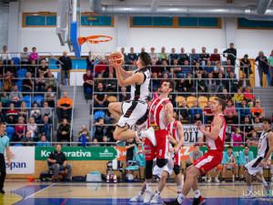 Hradečtí basketbalisté se i nadále hledají. Naposledy padli doma v derby