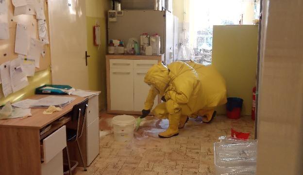 V Jaroměři došlo k úniku nebezpečných látek. Na místě zasahovali hasiči