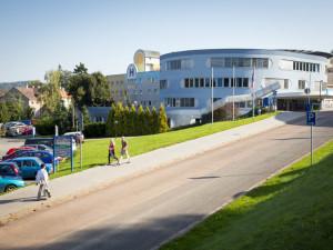 Nemocnice Královéhradeckého kraje začaly vydělávat. Po loňské velké ztrátě jsou letos v plusu