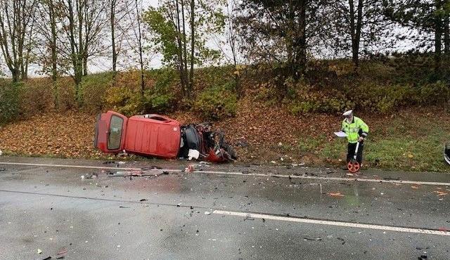 Při srážce čtyř aut na Náchodsku se zranili tři lidé