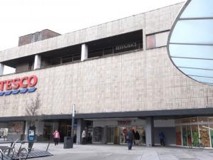 Tesco u Atria by nakonec mělo být otevřeno dřív než za rok, a to už v dubnu