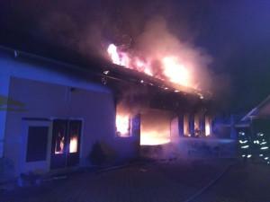 Požár na Rychnovsku zničil autodílnu, škoda je čtyři miliony