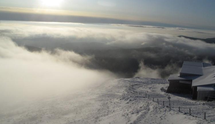 Na hřebenech Krkonoš napadlo až pět centimetrů sněhu