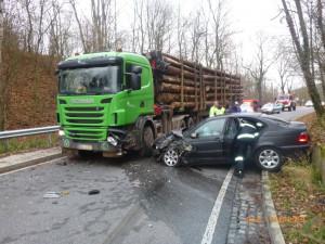 Střet auta s kamionem na Broumovsku se naštěstí obešel bez zranění