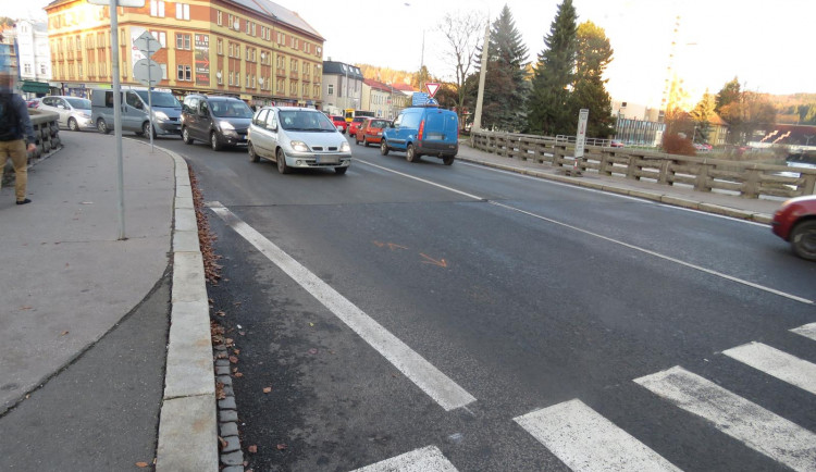 Řidič srazil na přechodu dítě, od místa nehody ujel. Policie hledá svědky a po řidiči pátrá
