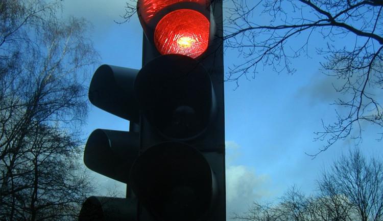 Hradečtí policisté vyrazili na speciální akci, kontrolovala se hlavně jízda na červenou
