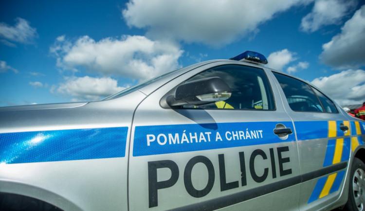 Muž na Náchodsku zavraždil svojí přítelkyni. Po činu se šel sám udat na policii