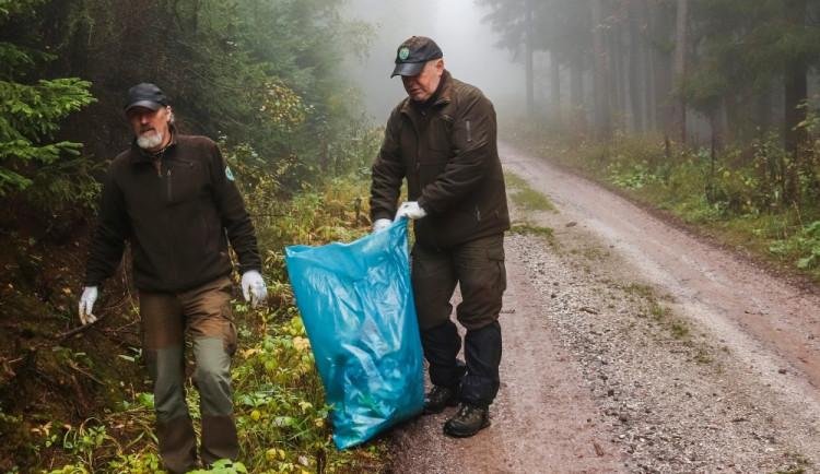 Dobrovolníci se vrhli na úklid Krkonoš. Za dna dny posbírali dvě a půl tuny odpadu
