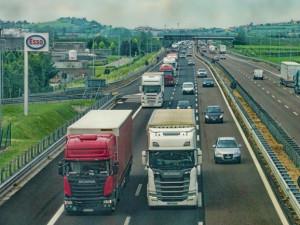 Vedení hradeckého kraje chce s ministrem Kremlíkem řešit zpoždění D11