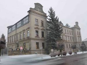 Oprava soch před sochařskou školou v Hořicích vyjde na dva miliony korun