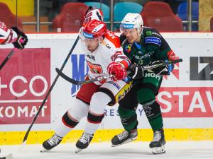 Z důležitého tabulkového souboje ve Varech vyšli lépe hradečtí hokejisté