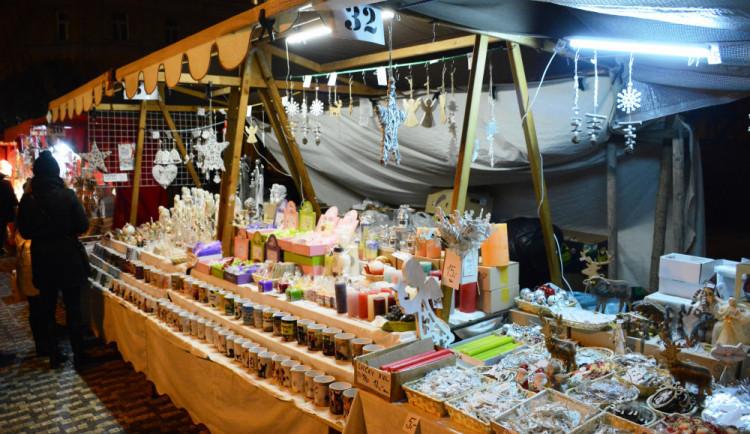 V centru Hradce jsou až do neděle v plném proudu letos jubilejní třicáté Muzejní adventní trhy