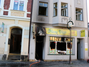 Bistro v centru Trutnova v sobotu dopoledne pohltily plameny. Škoda je 800 tisíc korun