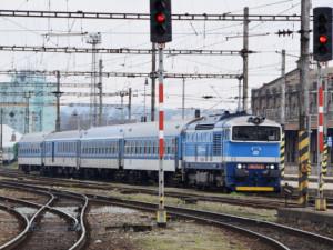V hradeckém kraji posílí dopravci před Vánoci vlaky i autobusy