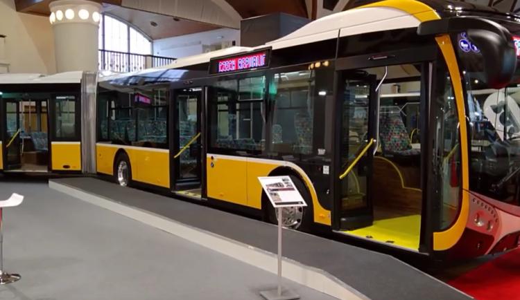 VIDEO: Cestující MHD v Hradci se můžou těšit na zbrusu nový a moderní autobus