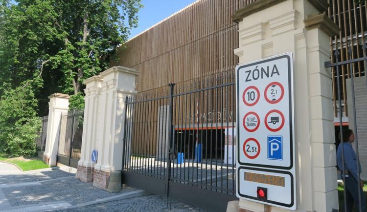 KOMENTÁŘ: Parkování v centru Hradce nemusí být ještě takový horor, vědí to ale všichni?