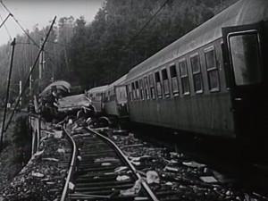 ZPÁTKY V ČASE: Nejtragičtější vlaková nehoda v našich dějinách se stala jen 17 kilometrů od Hradce, vyžádala si 118 mrtvých